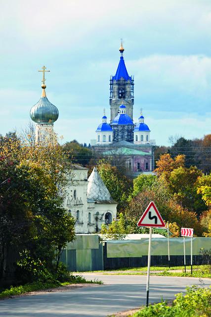Покровская церковь с колокольней Клобукова монастыря  и Воскресенский собор
