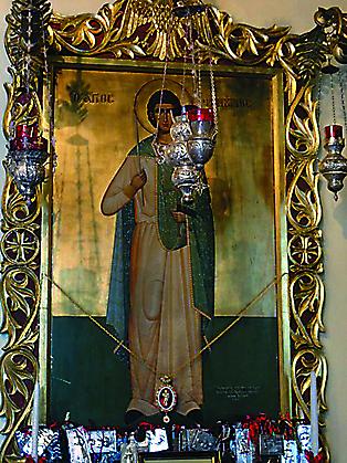День памяти святого Фанурия совершается 27 августа, когда была обретена чудотворная икона. По традиции в этот день на Корфу пекут специальное церковное угощение - сладий пирог фануропиту. После богослужения его разрезают на части и раздают верующим