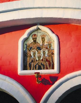 Икона на фасаде храма