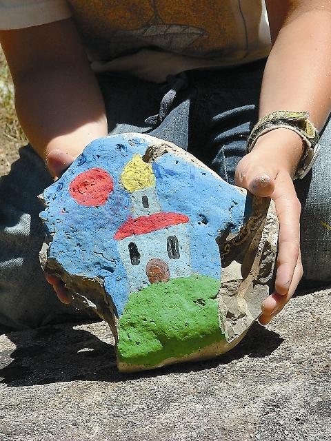Первые «румийцы» после молебна в храме Святой Троицы заложили свои камни у подножия церкви вместе с камнем лагеря в основание будущей «лестницы покаяния».