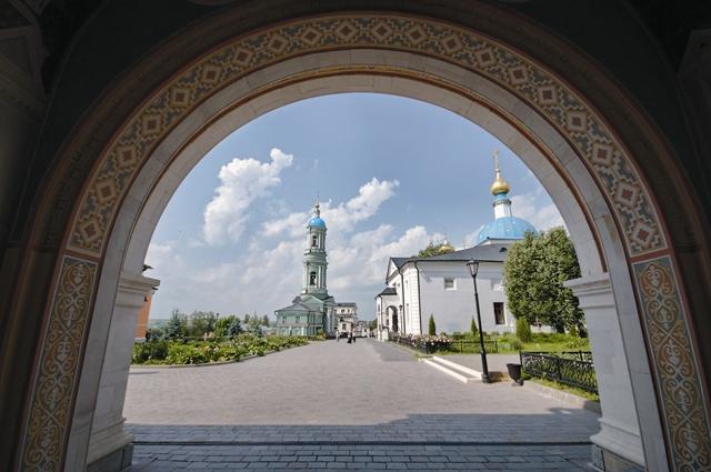 Когда, перекрестясь, вы входите в ворота святой обители, ни с чем не сравнимое чувство охватывает вас