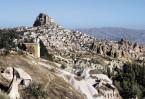 Настоящим чудом природы являются скалистые плоскогорья Каппадокии, которые славятся своими подземными городами и пещерами, многие из которых служили как христианские храмы и монастыри.