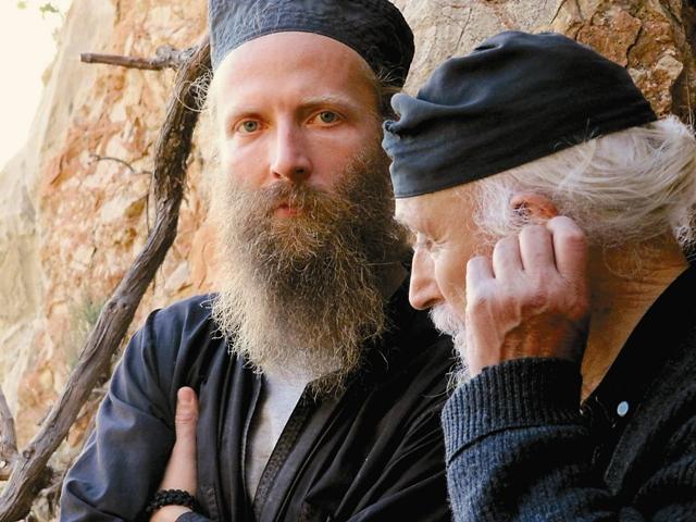 Чудеса, которые происходили и происходят в обителях «россов», зримо свидетельствуют об особом благоволении Игумении Святой Горы – Пресвятой Богородицы.