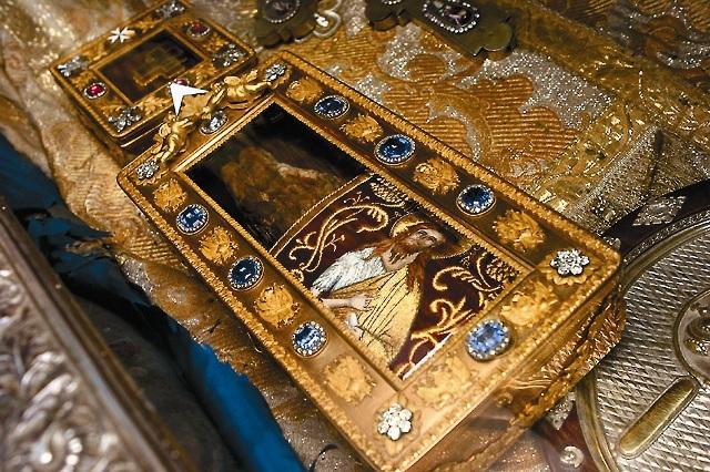 Золотой ковчег сдесницей Иоанна Крестителя, хранящийся враке Петра Цетинского