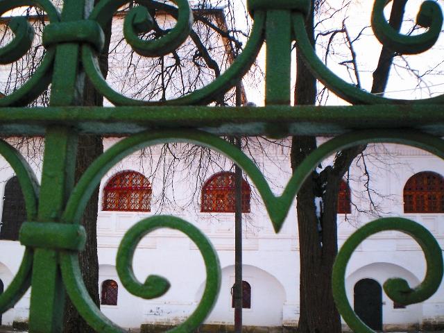 Благовещенская церковь в Павловской Слободе (вид из-за ограды)