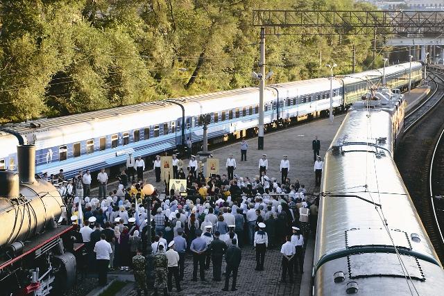 Крестным ходом шли от самого поезда