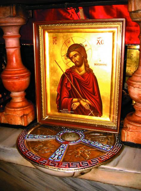 Отверстие на месте, где стоял Крест