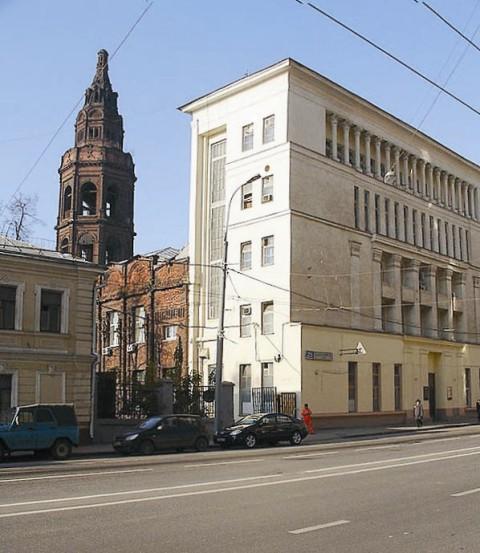 Если, проезжая по Долгоруковской улице мимо «Союзмультфильма», заглянуть за его желтый фасад, взору откроются красивая красная кирпичная колокольня и примыкающее к ней церковное здание
