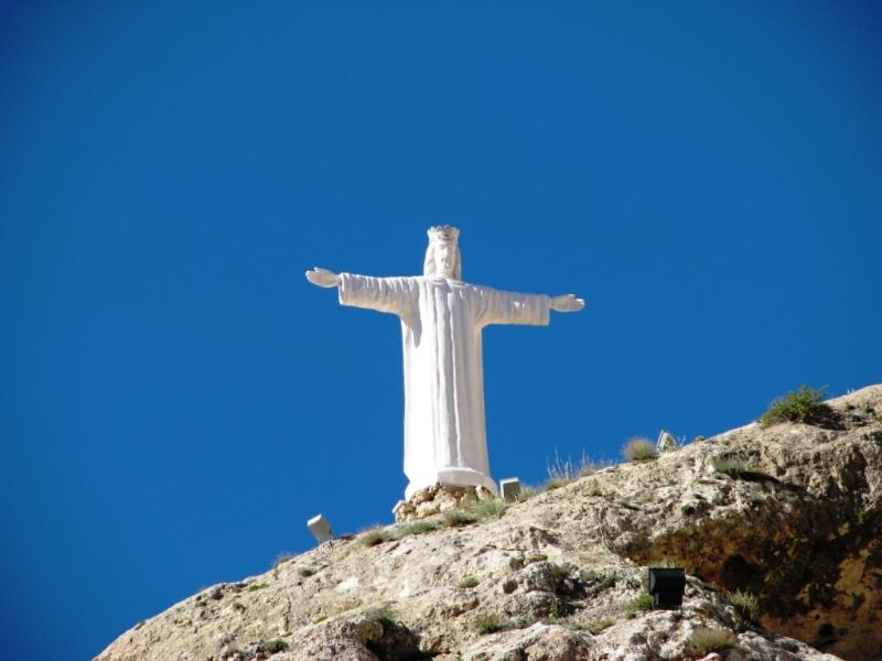 Статуя святой Феклы на скале