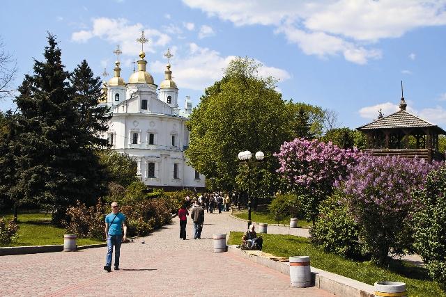 Концлагерь был устроен в советские годы на территории Мгарского Спасо-Преображенского монастыря (130 км от Полтавы). Обитель, основанная в 1619 году, сейчас восстановлена