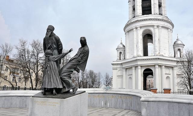 В Шуе перед колокольней на Зеленой площади был поставлен памятник российским священнослужителям и верующим, пострадавшим от советской власти