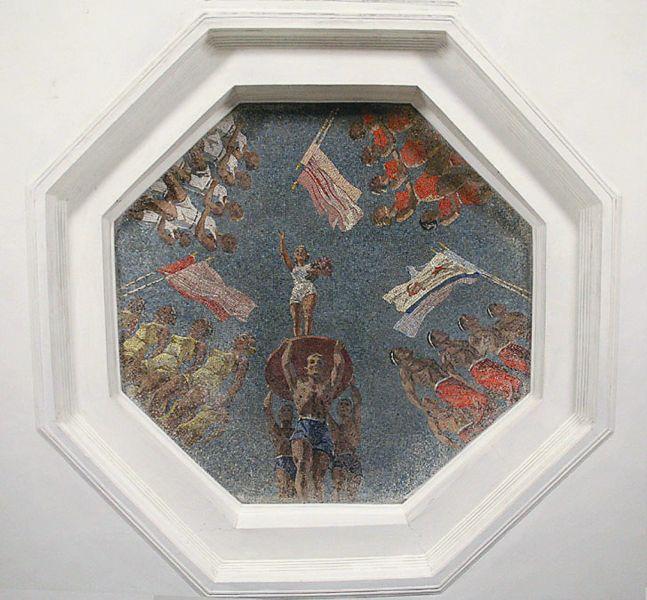 В оформлении использовали мозаичные панно работы В. Фролова. До революции он создавал мозаики для петербургских домов и храмов (храм Спаса на Крови)