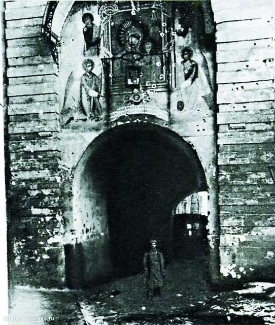 Никольская башня после артобстрела