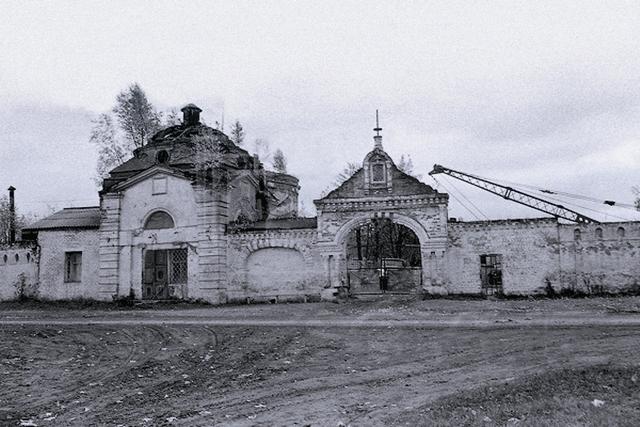 Как и многие другие обители, при советской власти монастырь был закрыт и разграблен. В 1928 году здесь состоялась последняя служба