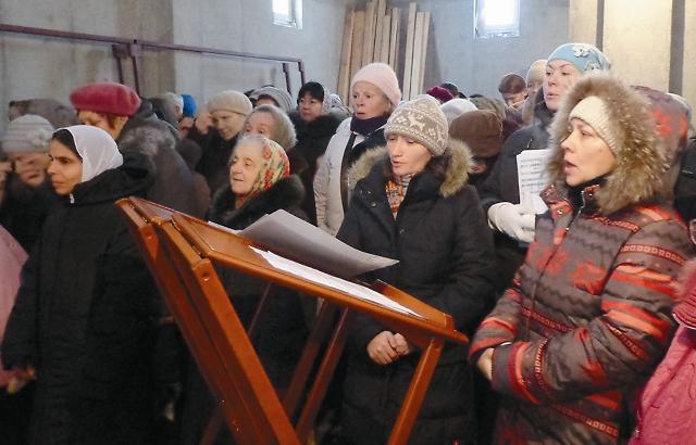Прошлой зимой в храме было холодно, а этой – будет тепло. К зданию уже подво- дятся коммуникации