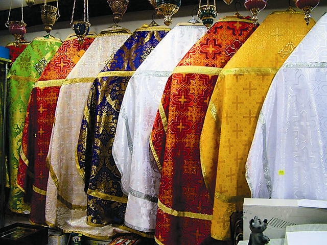 В церковных облачениях представлены все цвета радуги. И каждый цвет имеет глубокое символическое значение