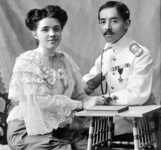 Принц Сиама несколько лет прожил в России, обучался здесь и служил в Российской армии. В 1906 году он женился на российской девушке Екатерине Десницкой, тайно крестившись в Константинополе