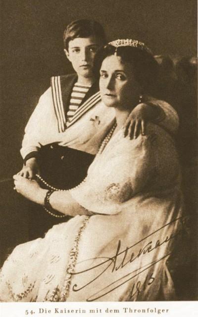 После молитвы Алек- сандры Федоровны и купания в Саровском источнике через год у царской четы родился наследник, о котором они так долго мечтали