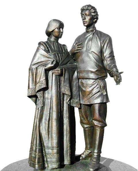 Пока взор здесь радует лишь эффектная скульптурная композиция, установленная в честь 105-летия бракосочетания Поэта и Прекрасной Дамы.