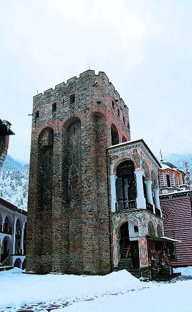 Самое древнее строение Рыльского монастыря – башня Хрельова кула, в ней монахи в течение многих веков укрывались от разбойников