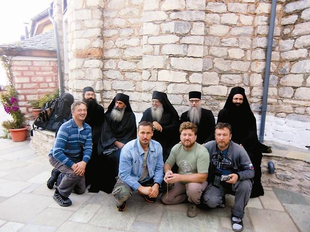 Московские прихожане с афонскими монахами