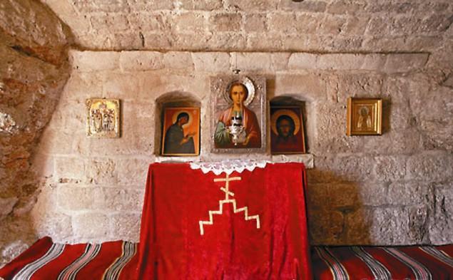 Монастырь, внутреннее убранство