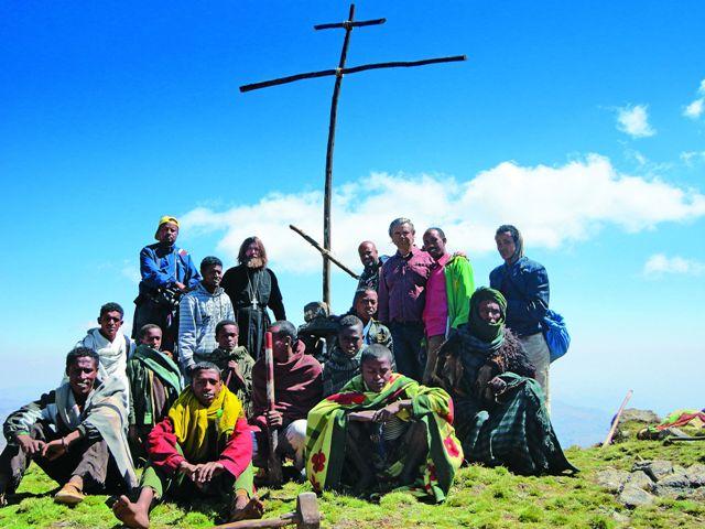 На вершинах мы воздвигали православные кресты, которые сами и делали