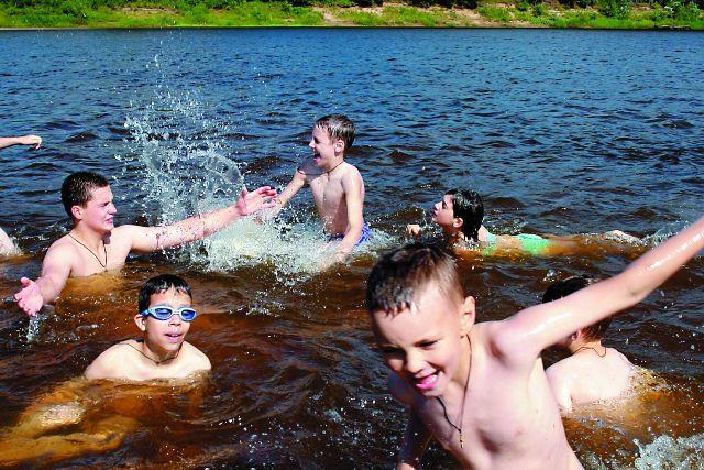 Летние каникулы немыслимы без купания