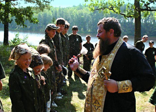 Скаутинг стал настоящим помощником родителям в воспитании детей в православном духе, так как в руководстве организации принимают активное участие священники.