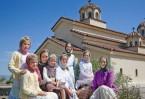 В начале 1990-х годов возникло православное сестричество, через некоторое время преобразованное в монастырь преподобного Паисия Величковского.