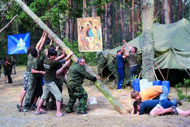 Каждый обитатель скаутского лагеря должен был не только научиться выживанию в экстремальных условиях, дисциплине и выдержке, но и воспитать в себе чувство дружелюбия и патриотизма