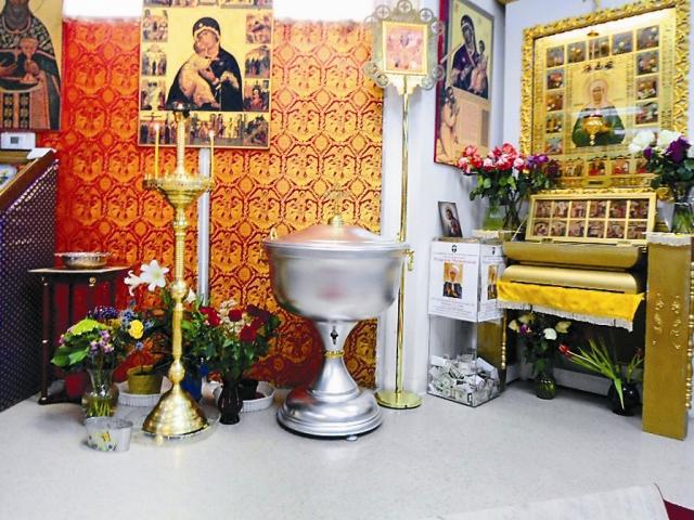 Эту крестильную купель прихожане привезли из России в личном багаже на обычном рейсе