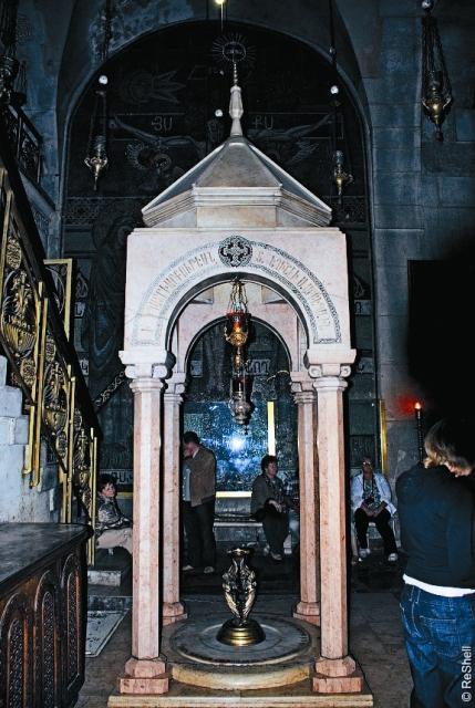 Ротонда-часовня у Камня Миропомазания