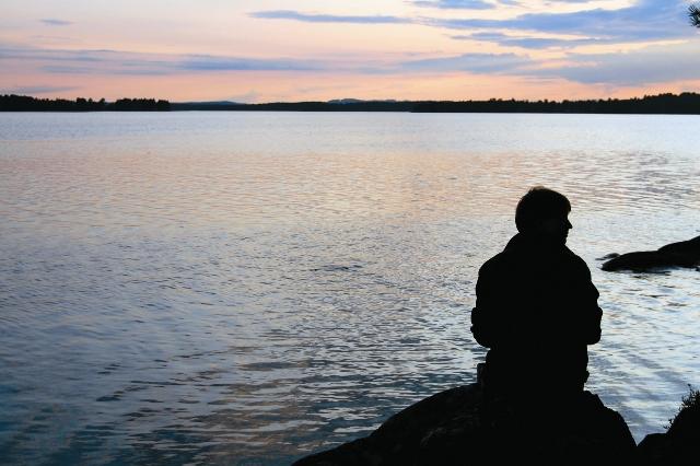 Неприязнь, обидчивость, тщес- лавие, зависть, уныние от неудач, самомнение, своеволие, нежелание жертвовать собой ради ближнего – все эти грехи выстилают нам широкую дорогу к болезненному одиночеству не только в этой жизни, но и в вечной.