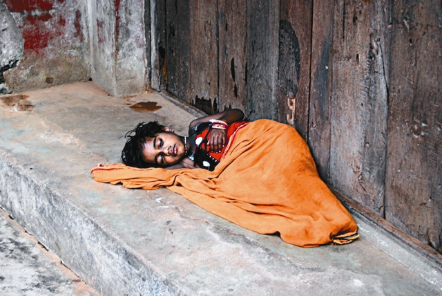 Многие индусы живут за чертой бедности
