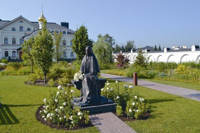 Памятник Елизавете Федровне