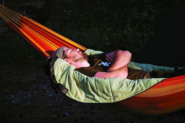 Священники наравне со всеми ходят в горы, спят в палатках, участвуют в играх и соревнованиях