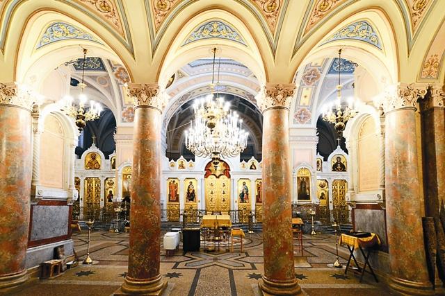 Интерьер центральной части собора Усекновения главы Иоанна Предтечи