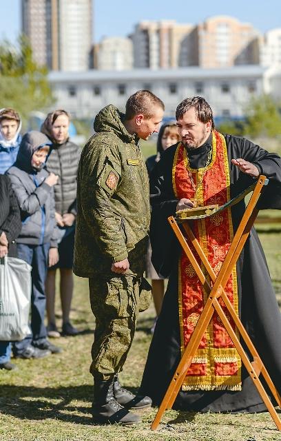 Вместе с жителями Ходынки Святых Христовых Тайн причастились около 200 солдат, православных воинов
