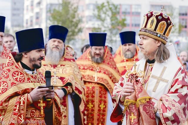 Архиепископ Егорьевский Марк с духовенством