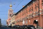 Надвратная колокольня Высоко-Петровского монастыря до сих пор остается одним из символов Москвы
