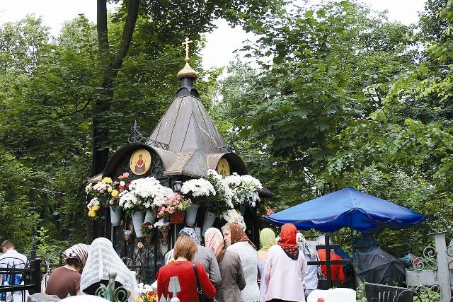 30 апреля 1998 года честные останки блаженной Матроны перенесли в храм Святых Отцов Семи Вселенских Соборов Покровского монастыря.