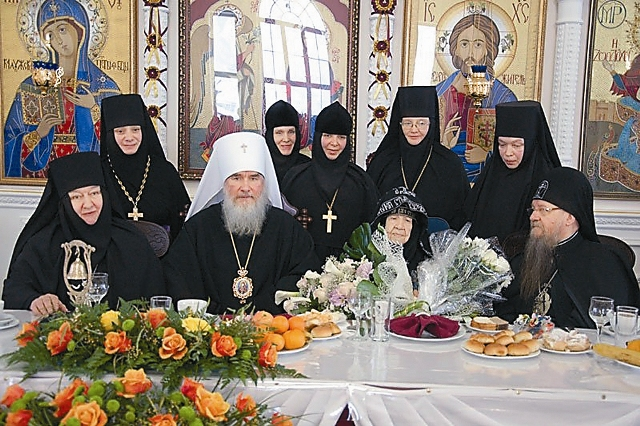 Огромное значение для духовного становления сестер имели прочно установившиеся связи с Оптиной пустынью, монастырями Кипра, Греции и Святой Горы Афон.