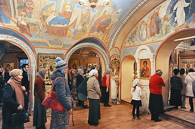 Прихожане храма Святителя Николая в Кленниках