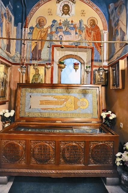 Мощи святого Алексия в храме Святителя Николая в Кленниках