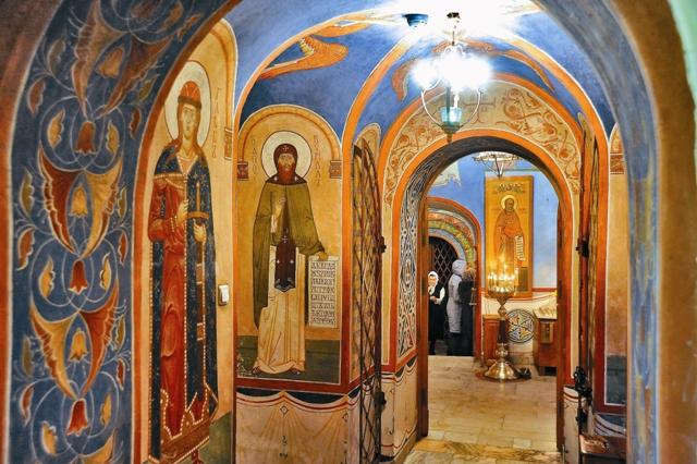 Фрагменты росписи стен храма Святителя Николая в Кленниках