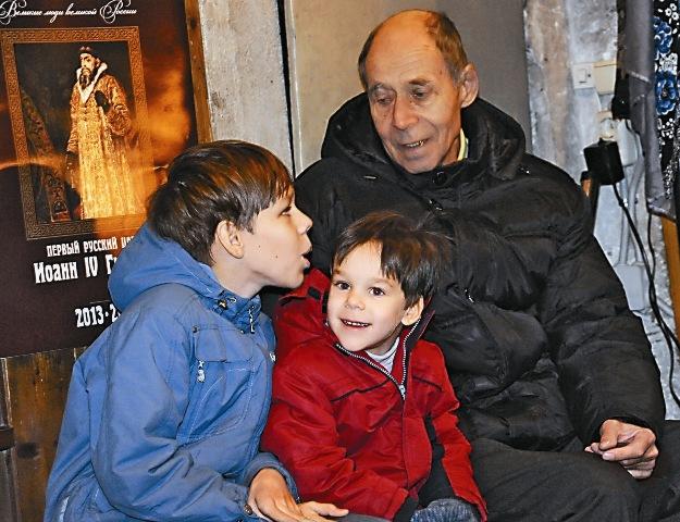 Всамом старом храме Москвы и сегодня идут службы, на которые москвичи приходят вместе с детьми