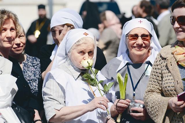Каждая сестра при поступлении в обитель определяется, какое служение она хотела бы нести. В зависимости от этого – разные критерии приема. Для монашествующих нет верхнего ограничения по возра