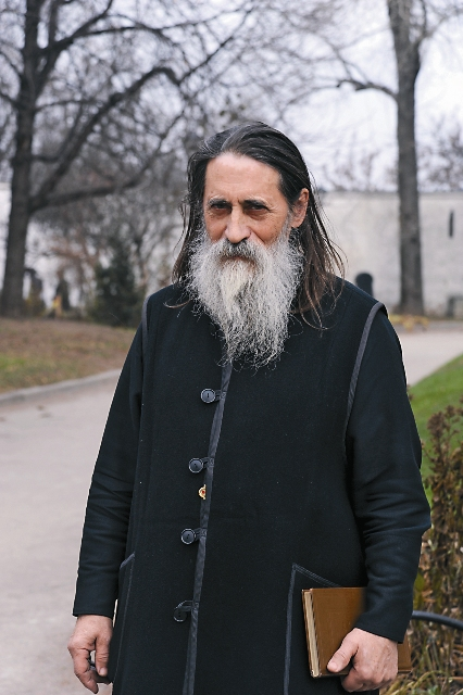 Настоятель протоиерей Вячеслав Савиных