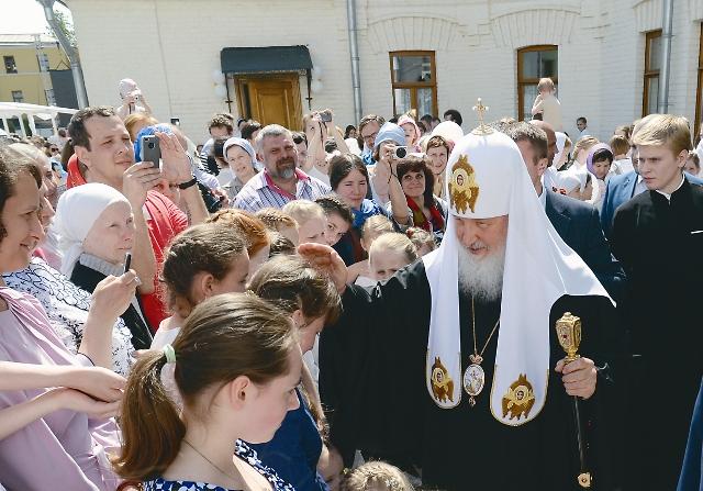 Патриарх Кирилл на празднике «Белый цветок» в 2014 году